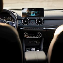 seres-3-private-lease-interieur-infotainment
